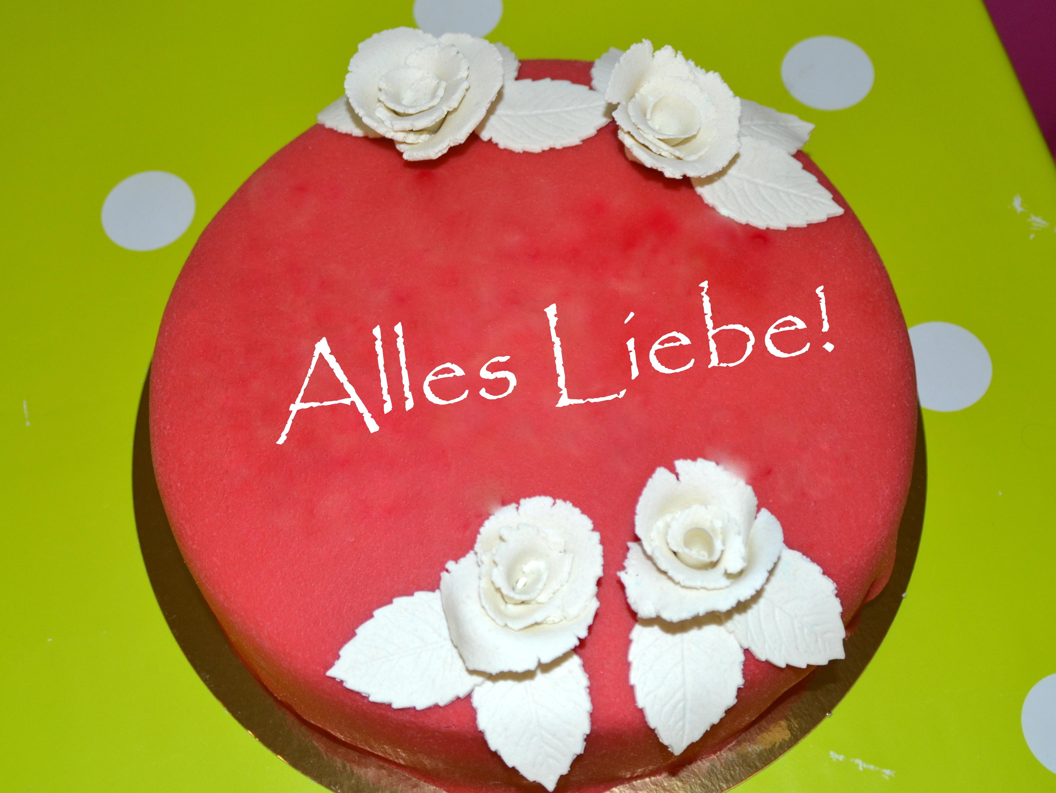 Zum Valentinstag: Eine Torte, Rot Wie Die Liebe.